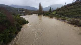 El río Esca a su paso por Salvatierra de Esca
