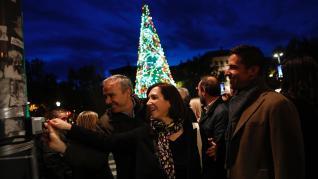 Encendido del árbol navideño en la plaza de Paraíso de Zaragoza