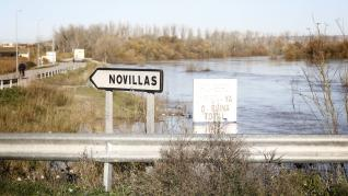 La crecida del Ebro ya ha alcanzado la localidad de Novillas (Zaragoza).