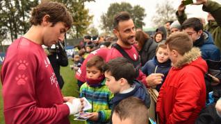 Aficionados en el entrenamiento de la SD Huesca
