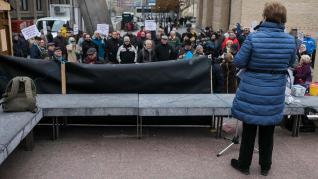 Protesta de pensionistas en la plaza del Pilar este lunes.
