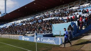 El Real Zaragoza ha llevado a cabo este mediodía en el estadio de La Romareda una sesión de entrenamiento en la que los futbolistas del conjunto aragonés han estado acompañados por más de cinco mil aficionados