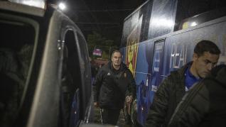 Víctor Fernández, a la salida de Anduva para regresar a Zaragoza tras la suspensión del Mirandés-Zaragoza.