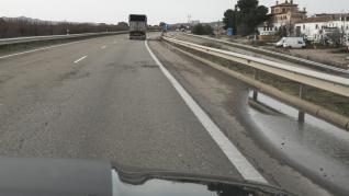 La A-23 (autovía mudéjar) presenta importantes socavones, que se agravan especialmente tras los días de lluvia.