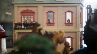 Preparativos para la exposición de Playmobil en Etopia que se inaugura este viernes.