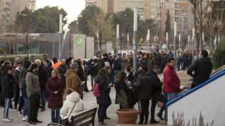 Largas filas para comprar entradas del Real Zaragoza - Real Madrid