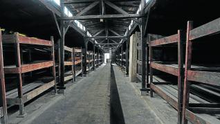 Imagen barracones donde hacinaban a centenares entre 400 o 500 prisioneros en condiciones execrables.