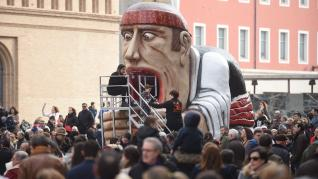 Comparsa de Gigantes y Cabezudos en la plaza del Pilar.