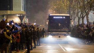Fotos del recibimiento del Real Zaragoza y el Real Madrid a La Romareda para el partido de Copa del Rey