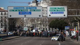 Agricultores y ganaderos protestan ante el Ministerio de Agricultura, este miércoles, en Madrid,