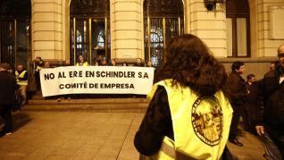 Trabajadores de Schindler se concentran en Zaragoza contra la deslocalización y el cierre