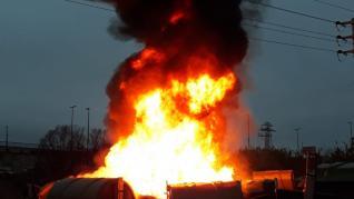 Incendio en los almacenes de contenedores de FCC, en Zaragoza.