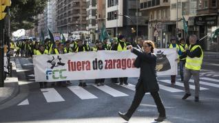 Protesta de los trabajadores de FCC por el centro de Zaragoza