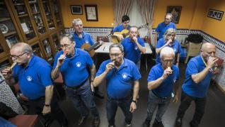 La chirigota masculina de la Casa de Andalucía de Zaragoza en pleno ensayo.