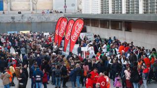 Lleno en Zaragoza para celebrar el Jueves Lardero: longaniza y música plaza de Miguel Merino, junto a la Sala Multiusos del Auditorio