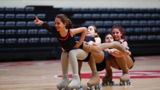 Las patinadoras entrenan este sábado por la mañana antes de competir por la tarde en el Silgo XXI.