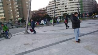 Trabajadores de FCC Parques y Jardines acampan en la plaza de Europa