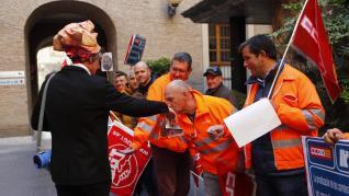 Protestas sindicales en el Pignatelli de Zaragoza por los planes de mantenimiento de carreteras de la red autonómica