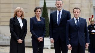 Macron y su esposa, Brigitte, reciben a los Reyes en el Elíseo.