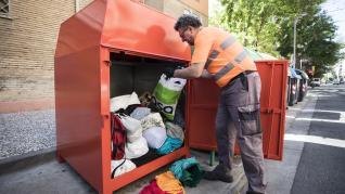 Recogida de ropa usada en Zaragoza.