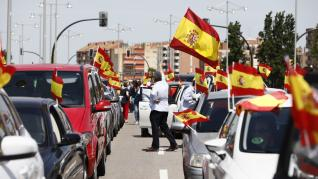 Protesta en Zaragoza contra la gestión del Gobierno.
