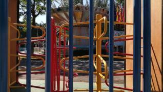 Entrada del Parque de Atracciones de Zaragoza, cerrado al menos hasta julio.