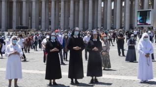 Primera oración con público del Papa en la plaza de San Pedro.