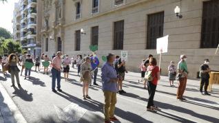 Alrededor de 300 personas han secundado la convocatoria en Huesca