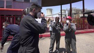 Trabajadores de la central Termica de Andorra (Teruel) se manifiestan a las puertas de la central en la salida de unturno de trabajadores que hoy se quedan en paro tras el cierre de la central. Foto Antonio garcia/Bykofoto. 30/06/20 [[[FOTOGRAFOS]]]