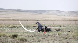 Resto del autogiro en el aeródromo de Villanueva de Gállego, en Zaragoza, donde ha fallecido un vecino de La Muela en accidente