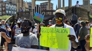 Una concentración exige en Pamplona regularización de inmigrantes irregulares