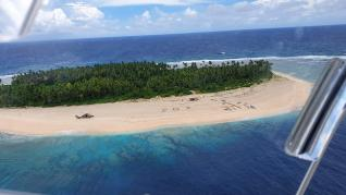 El mensaje en la arena que salvó a tres naáfragos en una isla desierta