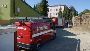La residencia de ancianos de Burbáguena ha sido desinfectada por los Bomberos, después de haber registrado 5 fallecidos y 76 contagios de coronavirus entre residentes y personal.