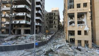 Vista de los destrozos en varios puntos de Beirut causados por las dos explosiones del martes.