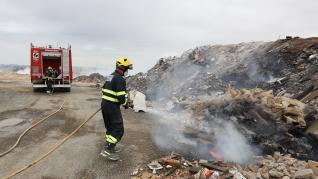 Incendio en la escombrera de Teruel.