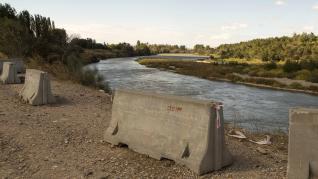 Vegetación e islas de grava en el cauce del río Ebro en Villafranca y El Burgo.