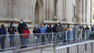 Ambiente en la plaza del Pilar la víspera del día grande en Zaragoza
