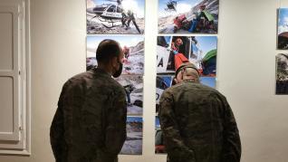 Exposición fotográfica 'Cuando la ayuda viene del cielo', de Francisco Francés.