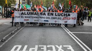 La plantilla de Alumalsa vuelve a salir a la calle para manifestarse contra el ERE.