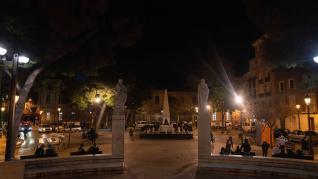 Los Bomberos de Zaragoza han hallado el cuerpo sin vida de una mujer de 45 años en el interior de una vivienda de la plaza de Santo Domingo de la capital aragonesa. Al parecer, todo apunta a muerte natural.