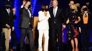El presidente electo de EE, UU., Joe Biden, y la vicepresidenta electa Kamala Harris, en la celebración