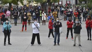 Propietarios y usuarios de de centros y clubes deportivos de Huesca se han concentrado con el lema 'No somos el problema, somos parte de la solución'.rlu