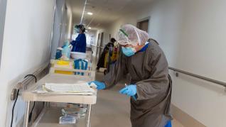 Así funciona la unidad de hospitalización del Clínico en el centro covid de Casetas
