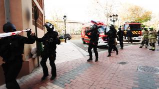 Tres detenidos por encaramarse a un tejado de la calle Pignatelli y arrojar objetos