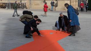 El PP despliega un gran lazo contra la Ley Celaá en la plaza del Pilar