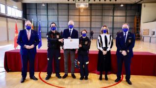 Foto del acto de entrega de placa a los voluntarios de Protección Civil en el Ayuntamiento de Zaragoza