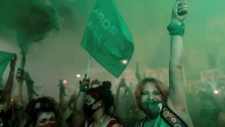 Las calles argentinas palpitan ante la reñida votación por el aborto legal