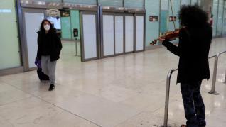 Ara Malikian sorprende a los pasajeros en Barajas
