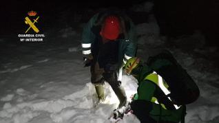 Complicado rescate de un pastor en medio de la nieve en Azuara.