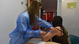 Vacunación entre sanitarios en el hospital Miguel Servet de Zaragoza.